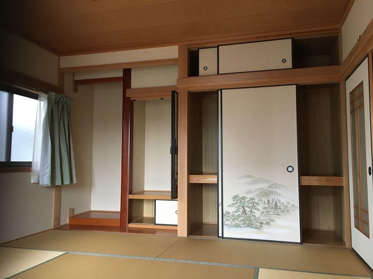 床の間のある10畳の和室。