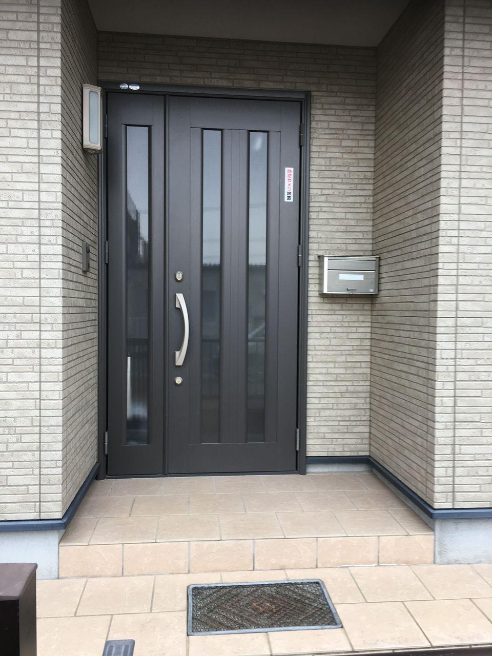 熊本市東区桜木の戸建住宅です。南向きの明るくて広い玄関