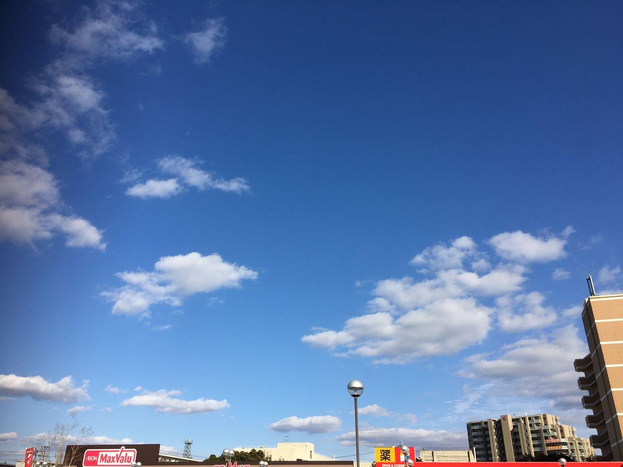 サンロードシティ熊本・春の日差しを感じさせてくれる青い空と白い雲
