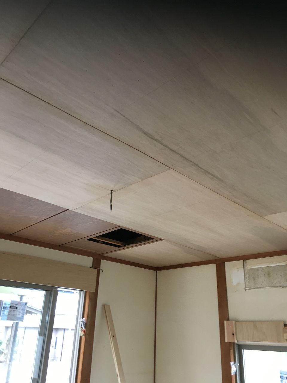 天井の下地工事がすすんでいます。