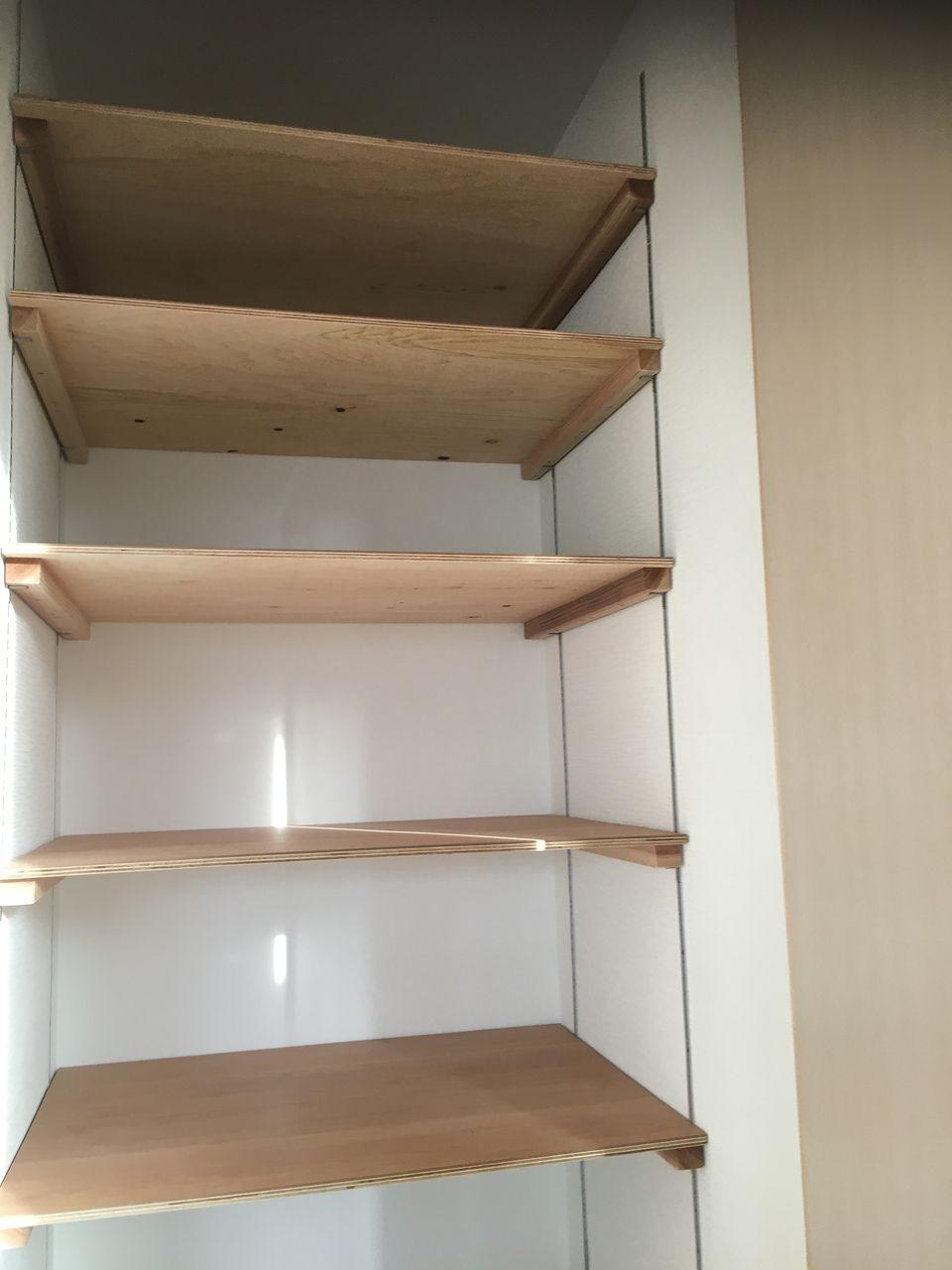 可動棚のある収納スペース