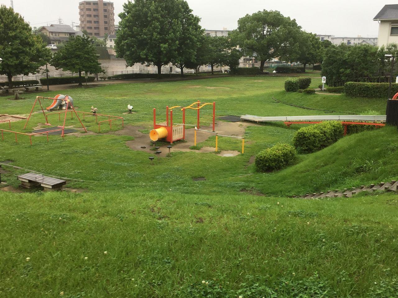 高低差を有効に活用している公園