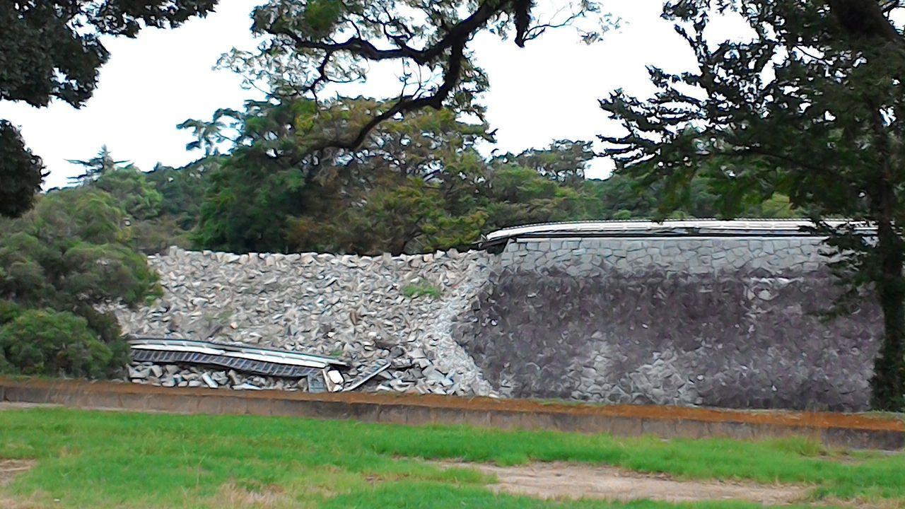 地震で壊れた石垣