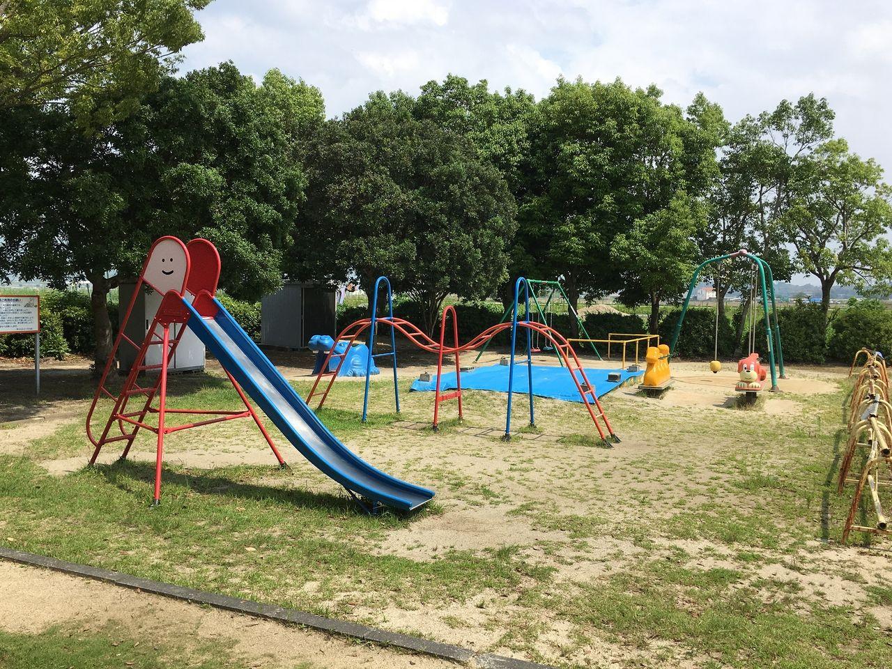 小さい子ども達が遊べる遊具スペース