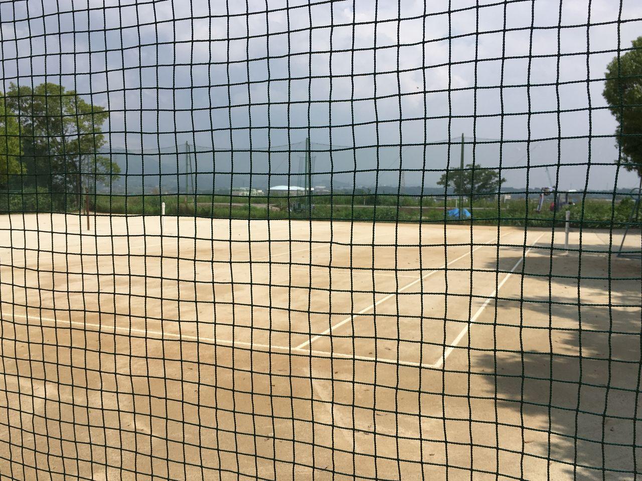 隣接のテニスコート