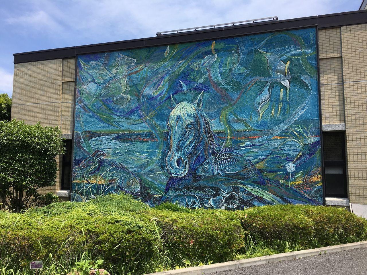 東区役所秋津出張所にある迫力ある壁画