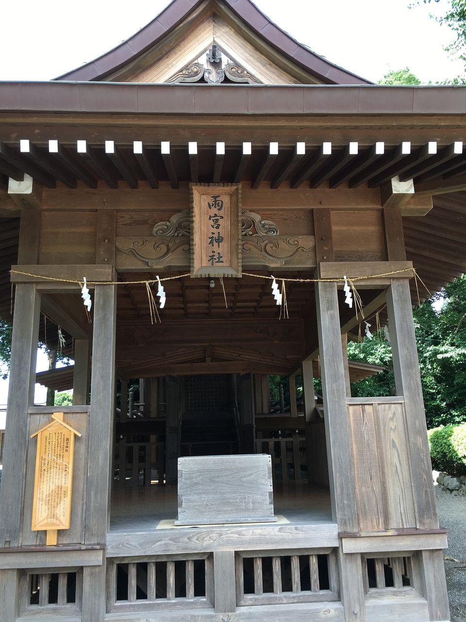 本殿北側に鎮座する雨宮神社
