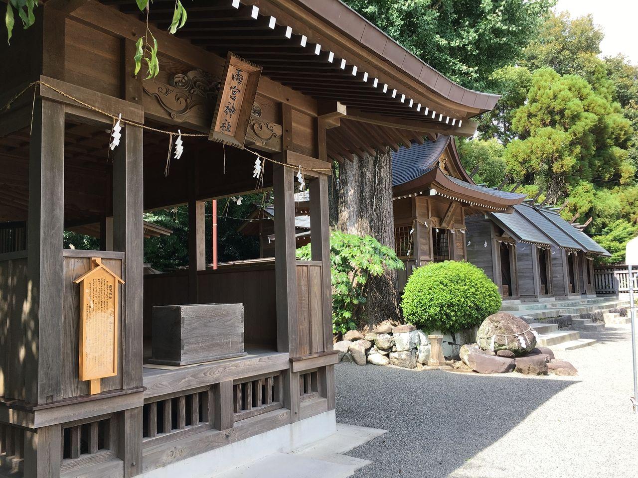 本殿・儀式殿・雨宮神社の他にもたくさんの神様が鎮座されている健軍神社