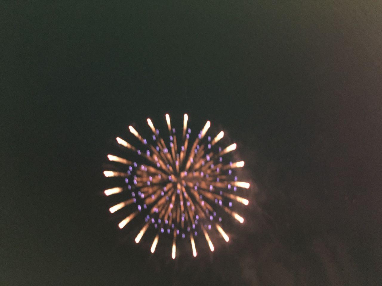 夜空上がった花火