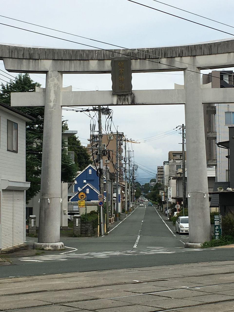 健軍神社参道の石の鳥居