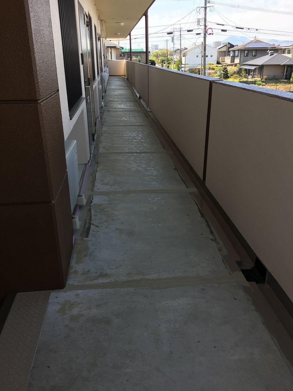 これから廊下・階段部分のタキシートの工事です。