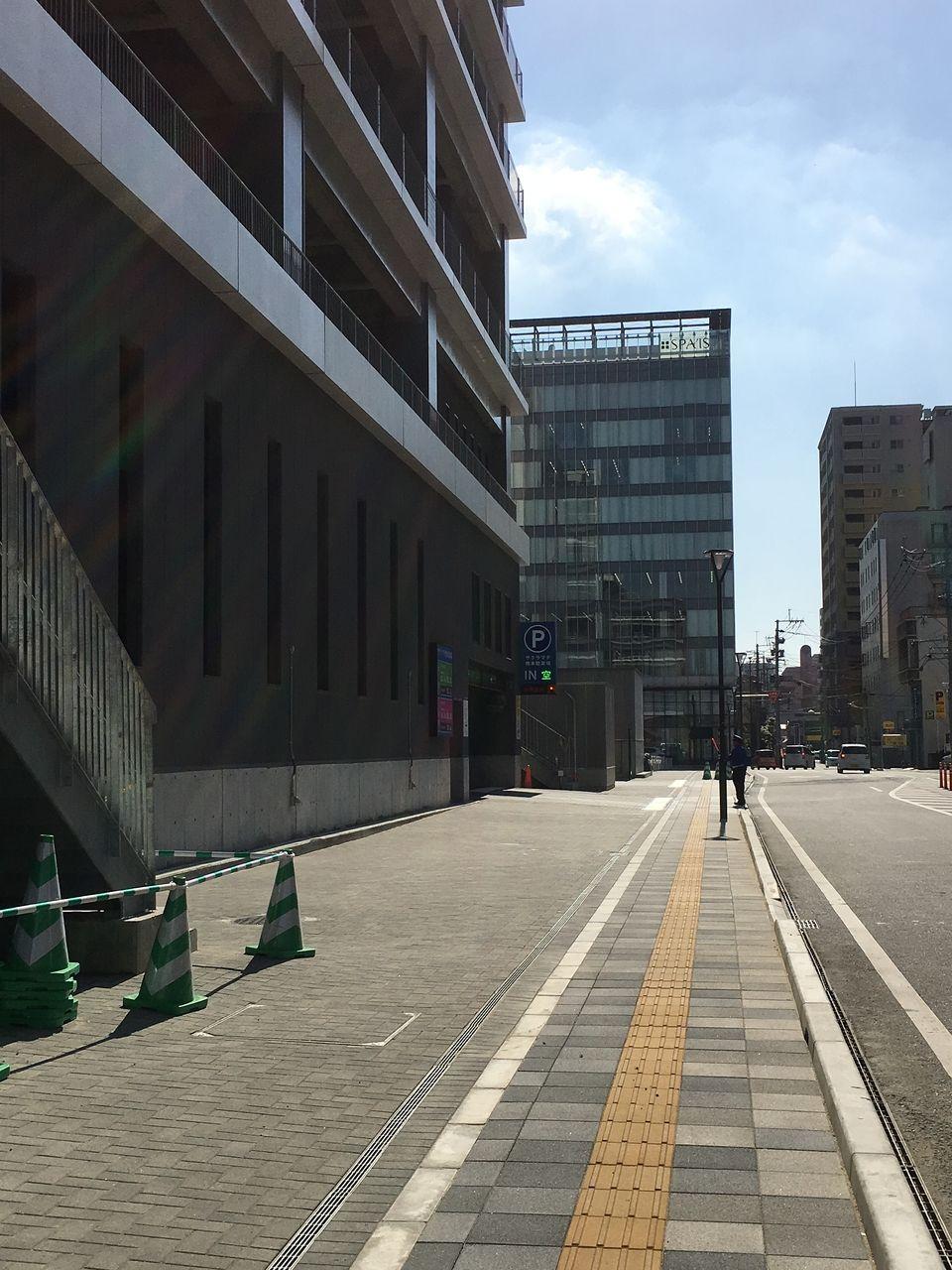 サクラマチ クマモト駐車場入口の前面道路