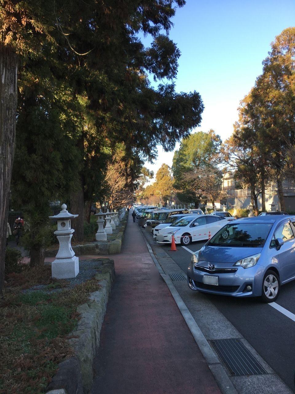 健軍神社参道に設けられた臨時駐車場