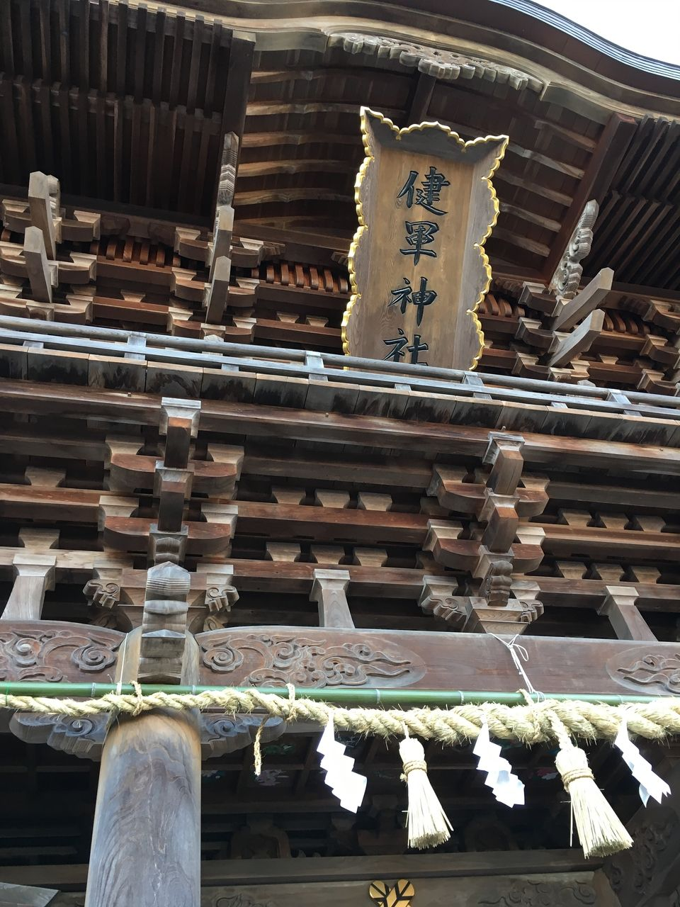 石段の上に聳え立つ楼門