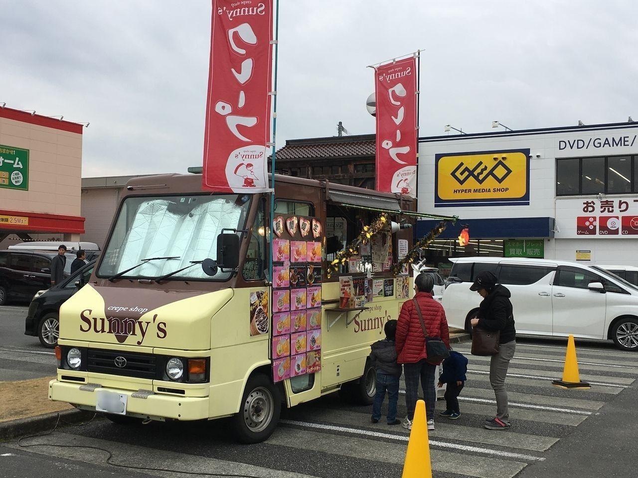 熊本市東区東町にあるサンロードシティ熊本に時々出店しているクレープの移動販売車