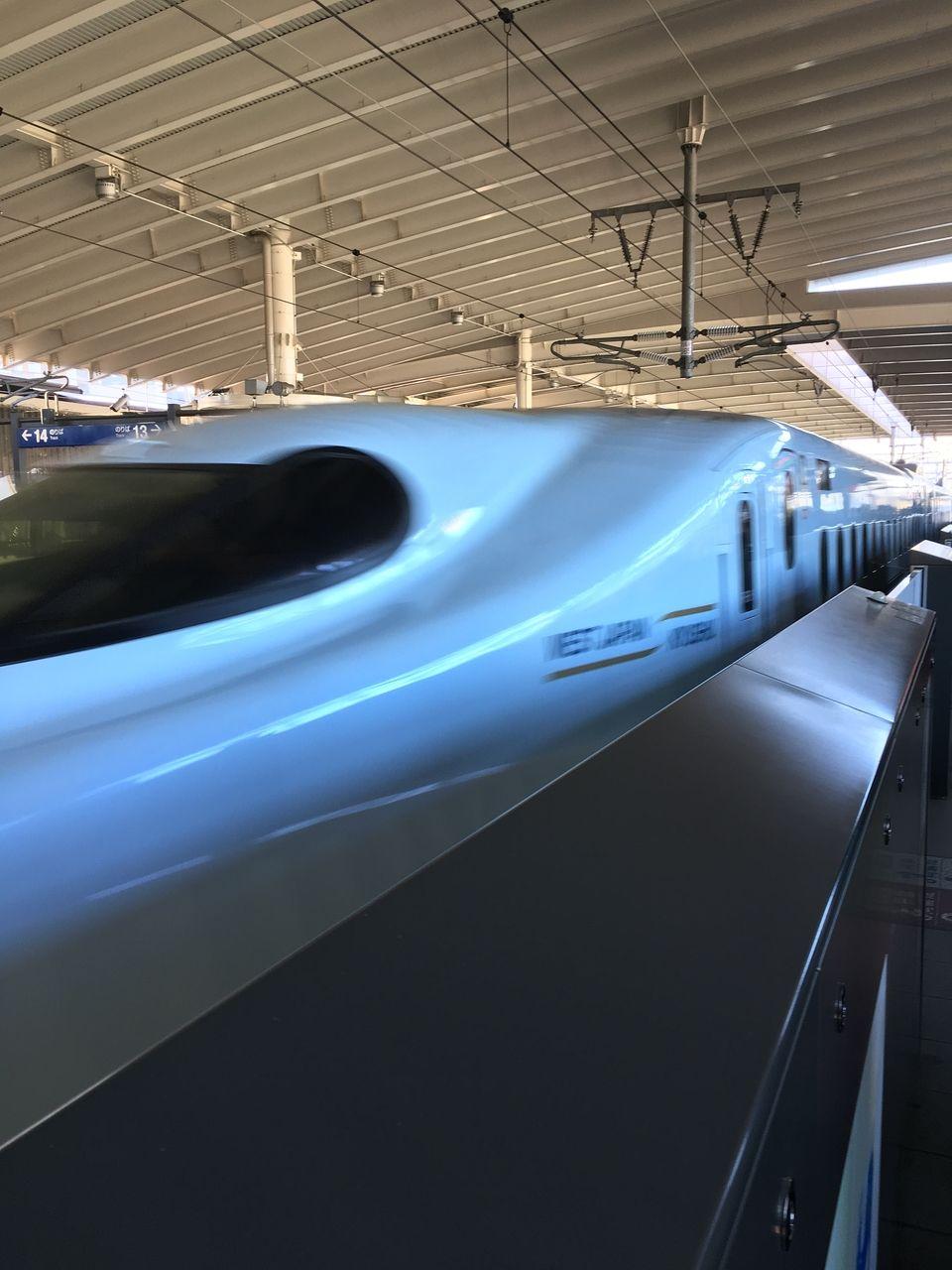 熊本駅へ入って来る新幹線