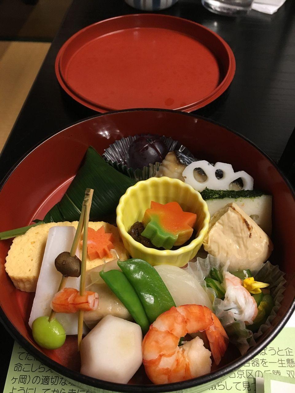 京都にある日本料理の店「萬長」さんの(つれづれ弁当)
