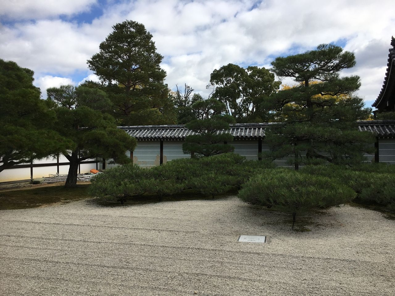 「仁和寺」の整然としたお庭