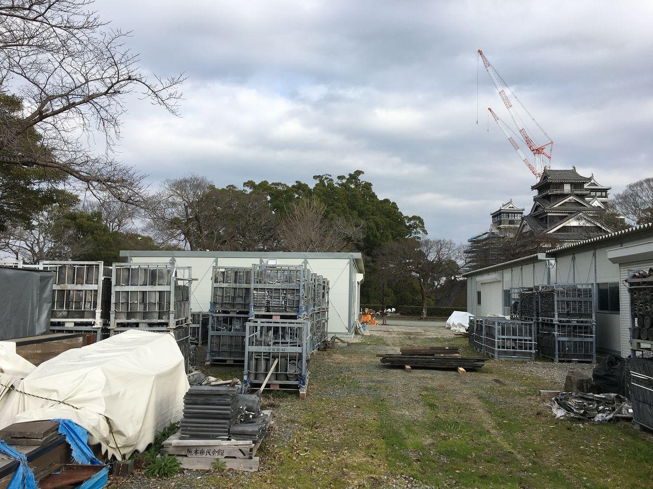 熊本城 西出丸に収納されている地震で被災した部材