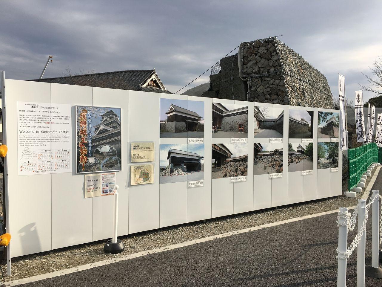 通路に掲示してある復興事業の説明写真