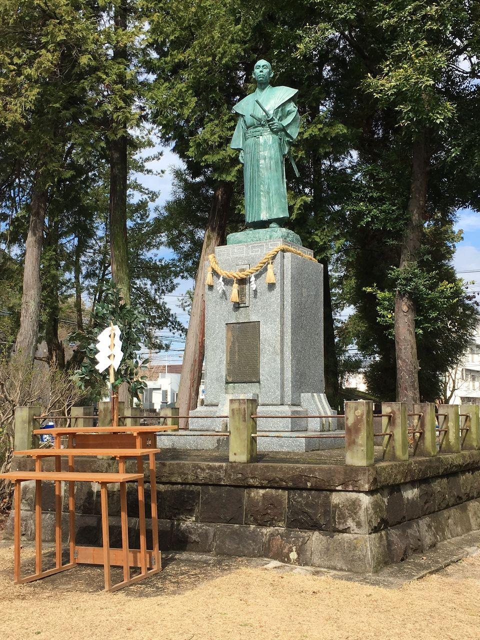 墓前祭終了後の銅像