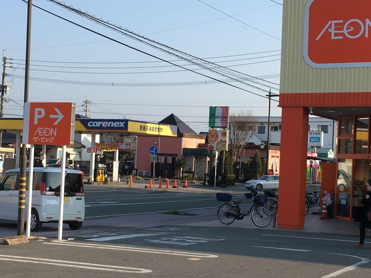 ザ・ビッグ桜木店東南側からの駐車場の出入口