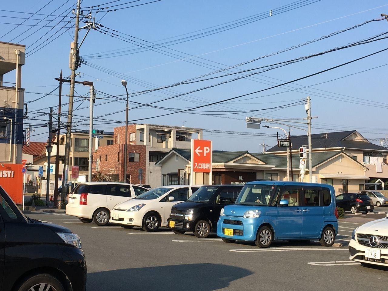 ザ・ビッグ桜木店東北側からの駐車場の入口