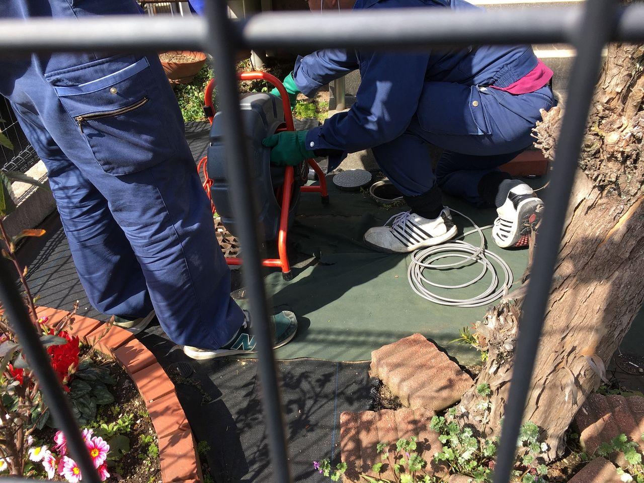 室内ばかりではなく敷地内の室外での排管の清掃作業