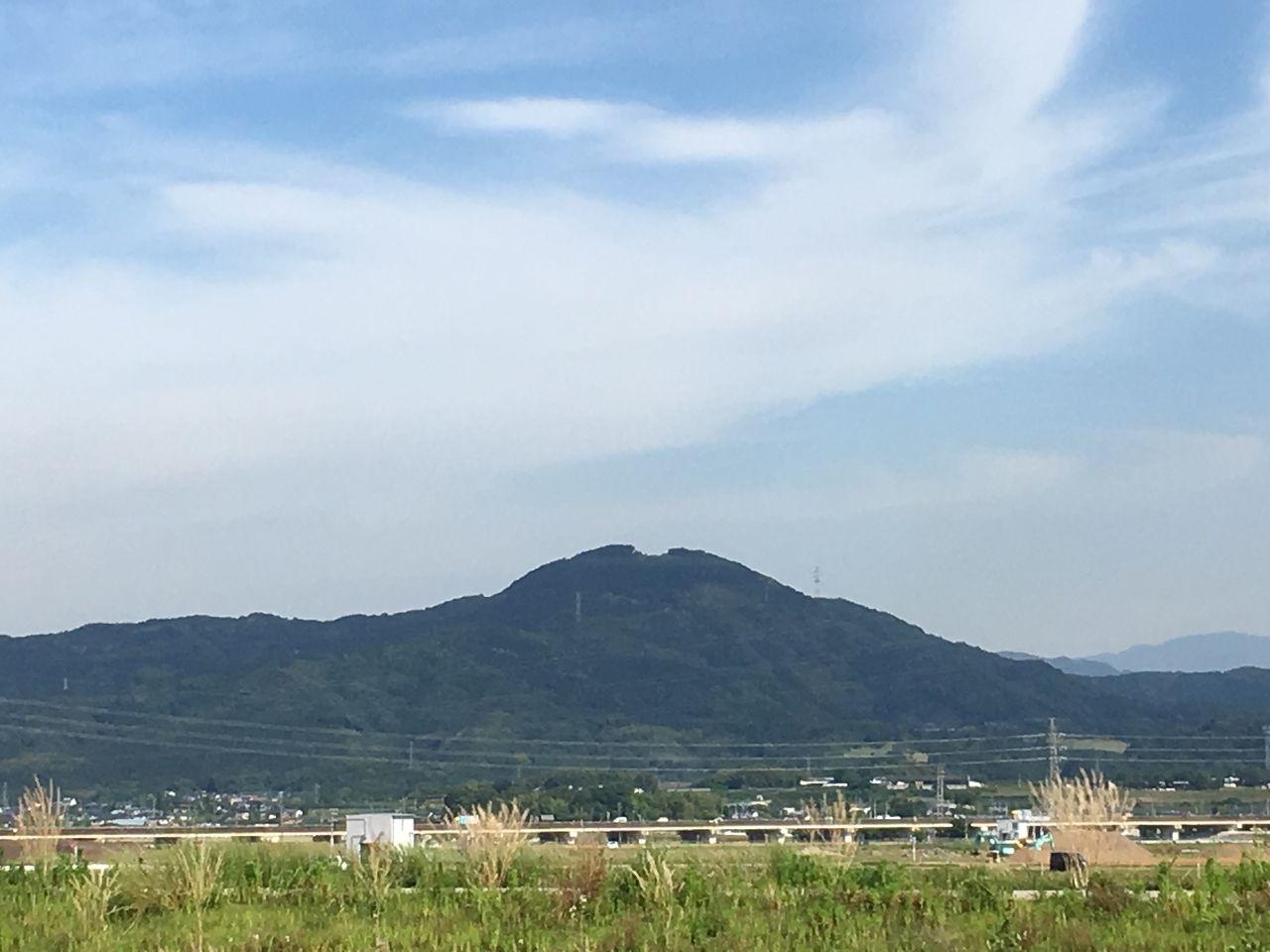 秋津川をはさんで昔日の面影が残る風景