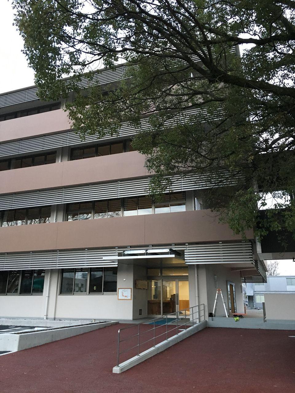 校舎西側の通用口