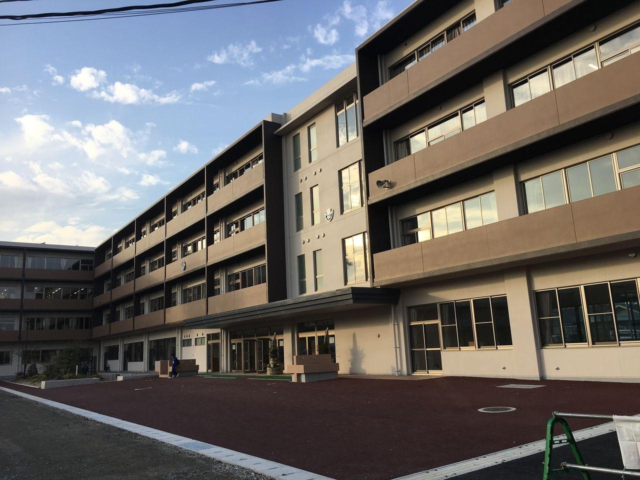 東野中学校新校舎