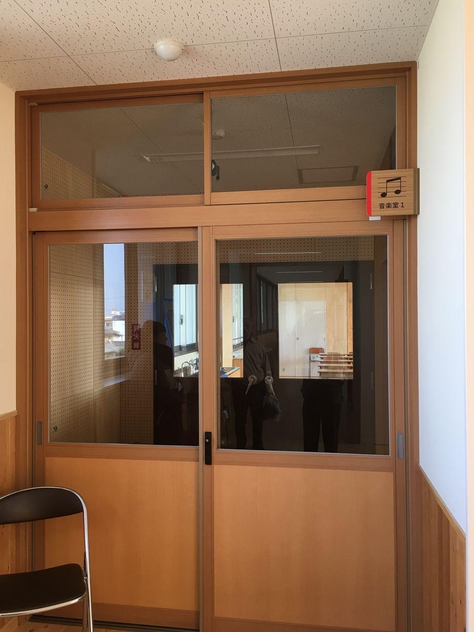 二重ドアになっている音楽室
