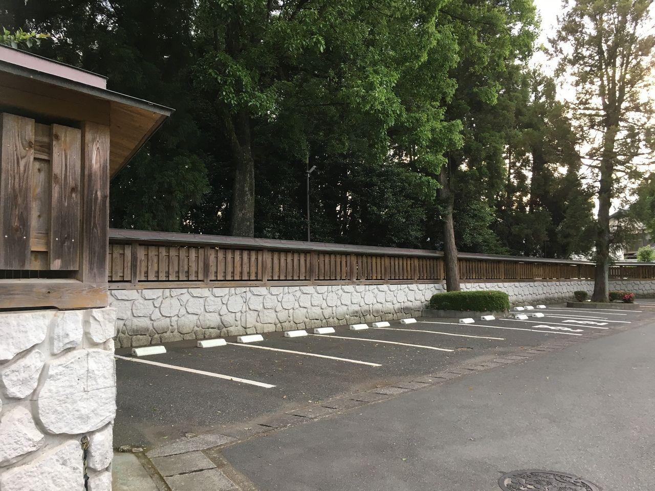 初夏の健軍神社・北門側の駐車場
