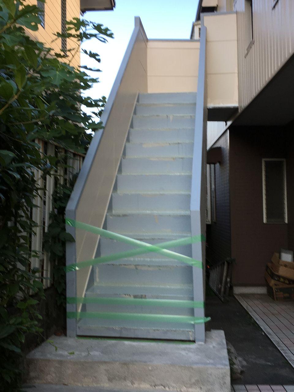 コーポPライムの階段工事途中の状態