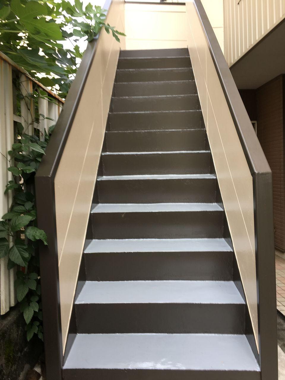 コーポPライムのコ塗装工事の仕上がった階段