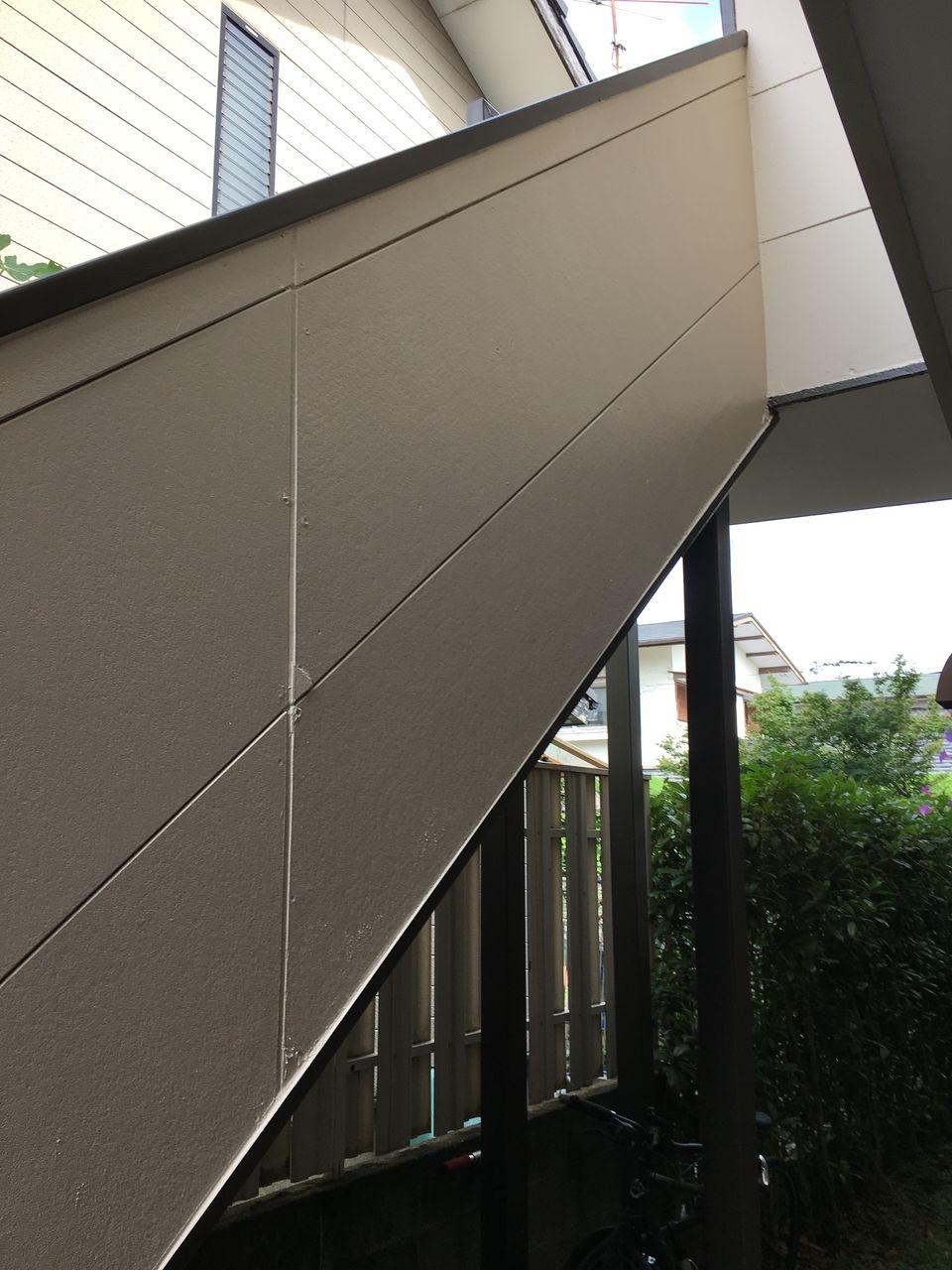 コーポPライムのコ塗装工事の仕上がった階段・側面